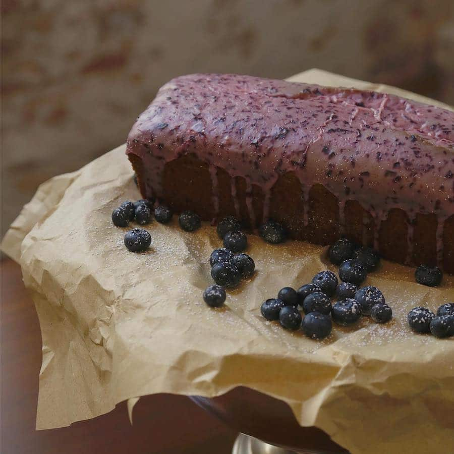 Cake with blueberries made at Bardo cafe in poble sec